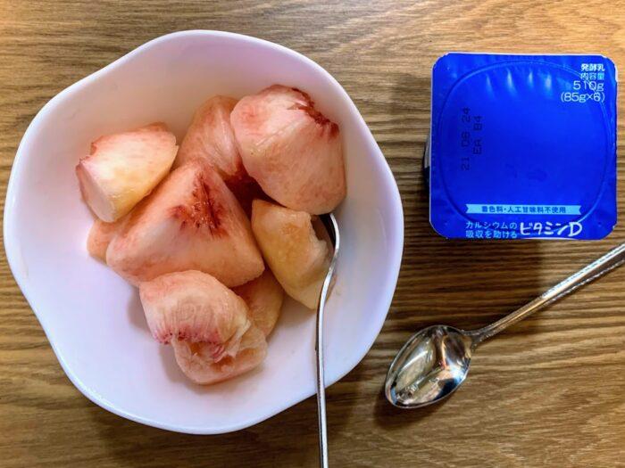 桃とヨーグルト