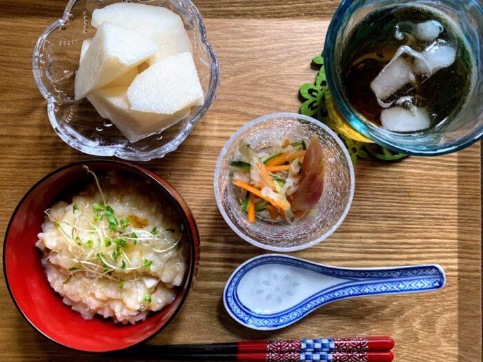 中華粥の朝食
